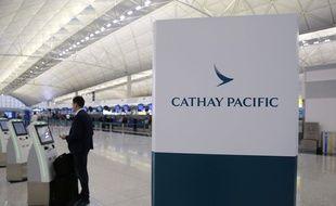 Cathay Pacific a annoncé avoir limogé deux de ses pilotes, alors que la compagnie basée à Hong Kong est sous forte pression de la part de Pékin.