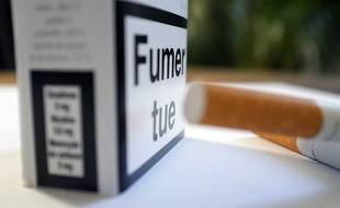 Illustration: des cigarettes et un paquet.