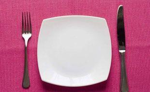Se priver de nourriture de serait pas le meilleur des régimes pour perdre du poids