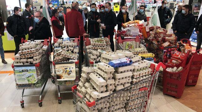 En colère, les producteurs d'œufs font irruption dans des hypermarchés à Nantes et à Rennes - 20 Minutes