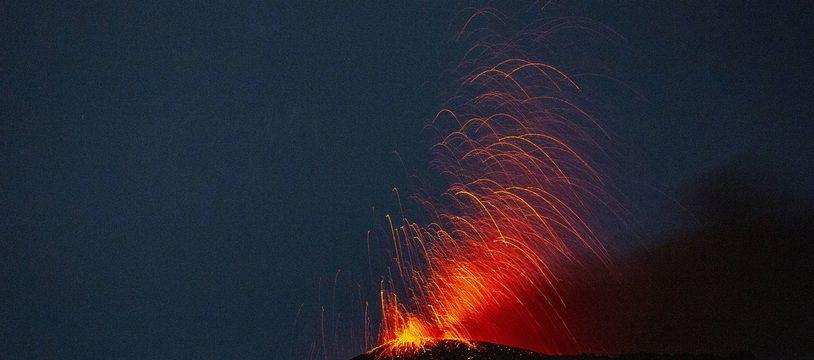 Une image du volcan Pacaya, au Guatemala, en éruption en 2020.