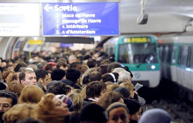 Affronter métro bondé à 8h du matin n'est pas la meilleure façon de commencer la journée.