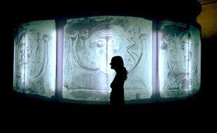 Le musée du Louvre et le musée Lugdunum ont signé vendredi un partenariat pour que l'établissement lyonnais puisse bénéficier des pièces provenant du Louvre pour ses futures expositions.