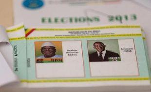 Les Maliens se rendaient aux urnes dimanche pour élire leur nouveau président, devant choisir entre Ibrahim Boubacar Keïta et Soumaïla Cissé pour sortir leur pays de dix-huit mois d'une grave crise politico-militaire.
