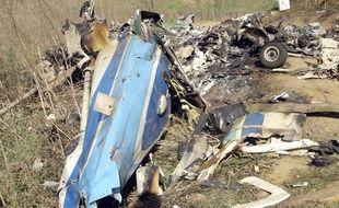 Les décombres de l'hélicoptère qui transportait Kobe Bryant et huit autres personnes, sur la colline de Calabasas, au nord ouest de Los Angeles, le 27 janvier 2020.