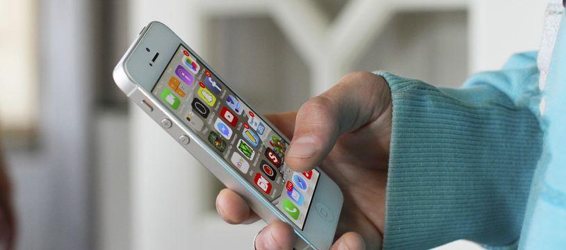 Un téléphone portable. Illustration.