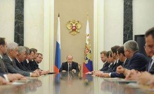 Le président russe Vladimir Poutine a nommé mardi une série d'ex-ministres dans la puissante administration présidentielle, après avoir maintenu la veille ses proches aux postes clés du gouvernement, faisant planer le doute sur sa volonté de réformes.