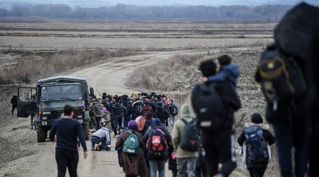 La Grèce empêche des centaines de migrants de traverser la frontière turque