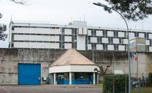 La façade d'entrée de la Maison d'arrêt de Gradignan en janvier 2013.
