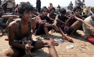 Près de 400 réfugiés rohingyas ont également été secourus par les gardes-côtes du Bangladesh, mi-avril.