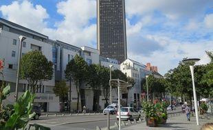 Nantes, le 1er octobre 2014, la tour Bretagne depuis le cours des 50-Otages