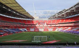 A cause de la pandémie, les matchs de foot (ici la finale d'Emirates Cup, avec Arsenal contre Chelsea au stade Wembley, au Royaume-Uni, le 1er août) sont joués à huis clos