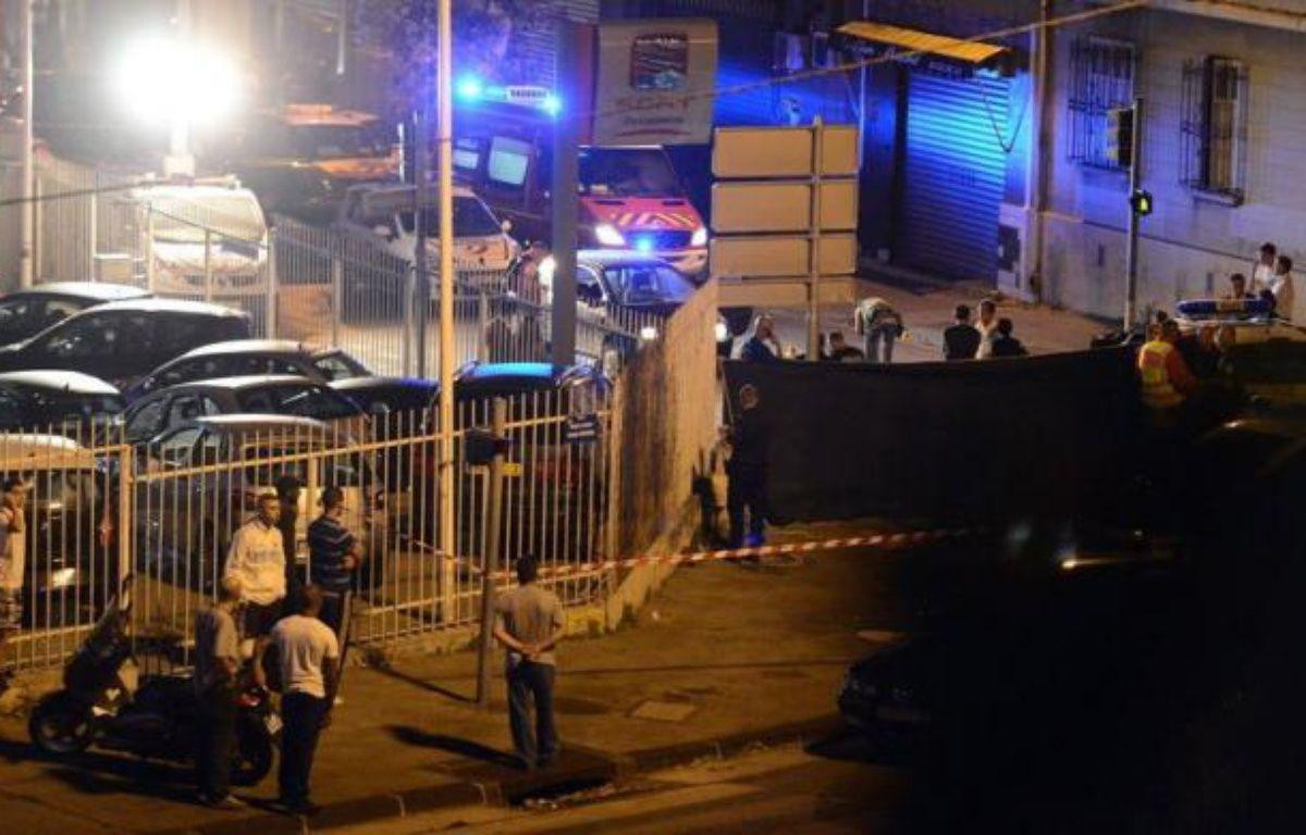 Un homme de 25 ans a été tué d'une rafale de Kalachnikov mercredi soir dans les quartiers nord de Marseille, par le passager d'une voiture. – Gérard Julien afp.com
