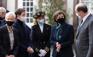 Josiane Chevalier et Jeanne Barseghian (au centre, de gauche à droite), ici avec le Premier ministre Jean Castex.