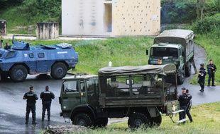 Exercices de maintien de l'ordre au centre national d'entrainement des forces de gendarmerie (CNEFG) ˆ Saint-Astier (dordogne) du 21 au 23 mai 2014.
