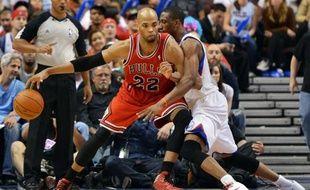 Chicago a subi contre Philadelphie sa troisième défaite en trois matches lors du 1er tour des play-offs de la NBA dimanche.