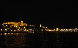 Vue de nuit de Budapest, capitale de la Hongrie.