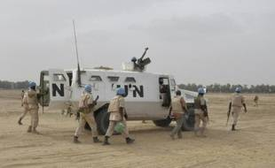Des Casques bleus de l'ONU patrouillent à Tombouctou le 15 mai 2015