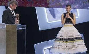 Sean Penn et Marion Cotillard sur la scène des César 2015.