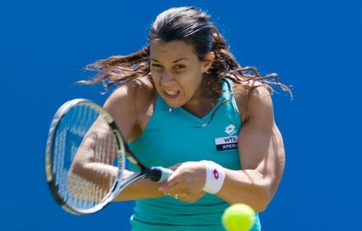 Marion Bartoli, 9e mondiale, a su parfaitement gérer la pluie pour se qualifier pour les demi-finales du tournoi WTA d'Eastbourne, dont elle est la tenante du titre, en battant la Tchèque Lucie Safarova (21e) 6-4, 6-2, jeudi en quarts de finale. – Leon Neal afp.com