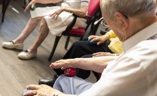 Des seniors en maison de retraite, illustration