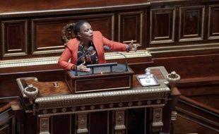 Le décret controversé facilitant l'accès des parlementaires et anciens ministres à la profession d'avocat a été abrogé par un décret publié mercredi au Journal officiel.