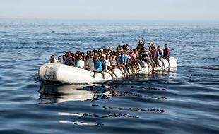 Un bateau de migrants au large des côtes libyennes, le 27 juin 2017.