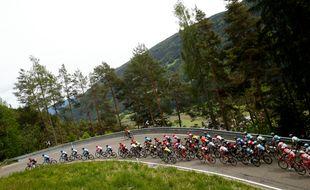 Illustration d'une course cycliste, ici, sur les routes du Giro.