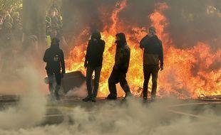Des émeutiers lors de la manifestation des «Gilets jaunes» à Toulouse, le 8 décembre 2018.