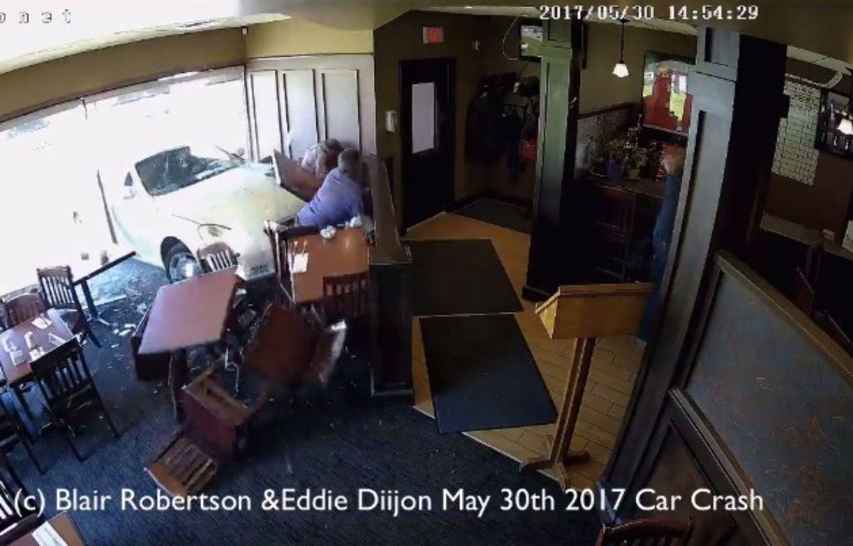 Un médium américain a été percuté par une voiture dans un restaurant canadien – Capture d'écran / Blair Robertson / Facebook