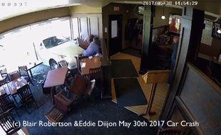 Un médium américain a été percuté par une voiture dans un restaurant canadien