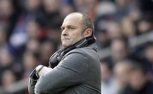 Pascal Dupraz, l'ancien entraîneur de l'Evian-Thonon-Gaillard, lors d'un match de Ligue 1 au Parc des Princes face au Paris-Saint-Germain, le 18 janvier 2014.