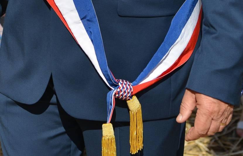 Puy-de-Dôme : Pour un rappel à l'ordre, un maire reçoit plusieurs coups de poing de la part d'un automobiliste
