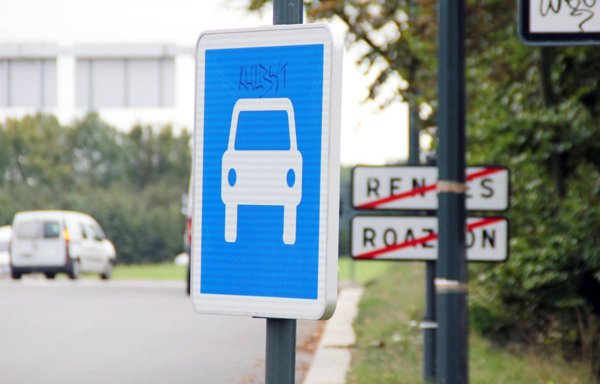 Illustration d'un panneau de signalisation à l'entrée de Rennes. – C. Allain / APEI / 20 Minutes