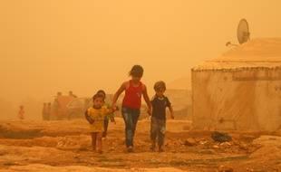 Le 7septembre 2015 à Baalbek au Liban, des réfugiés syriens affectés par la tempête.   AFP PHOTO / STR