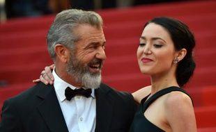 Mel Gibson et sa femme Rosalind Ross posent à Cannes le 22 mai 2016 pour la cérémonie de clôture du festival