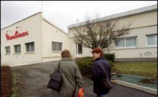 Cinq ans après la fermeture de Moulinex, l'Etat affiche un bilan positif avec 98% de reclassés, un chiffre contesté par les anciens salariés selon lesquels plus de la moitié des ex-employés du groupe d'électroménager n'ont pas retrouvé un emploi.