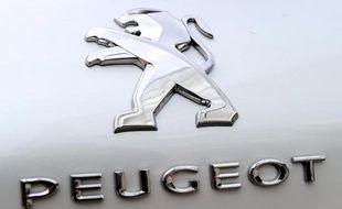 Le conseil de surveillance de PSA Peugeot Citroën a validé dimanche soir le principe d'une entrée au capital du groupe de son partenaire chinois Dongfeng et de l'Etat français, ont indiqué à l'AFP deux sources proches du dossier.