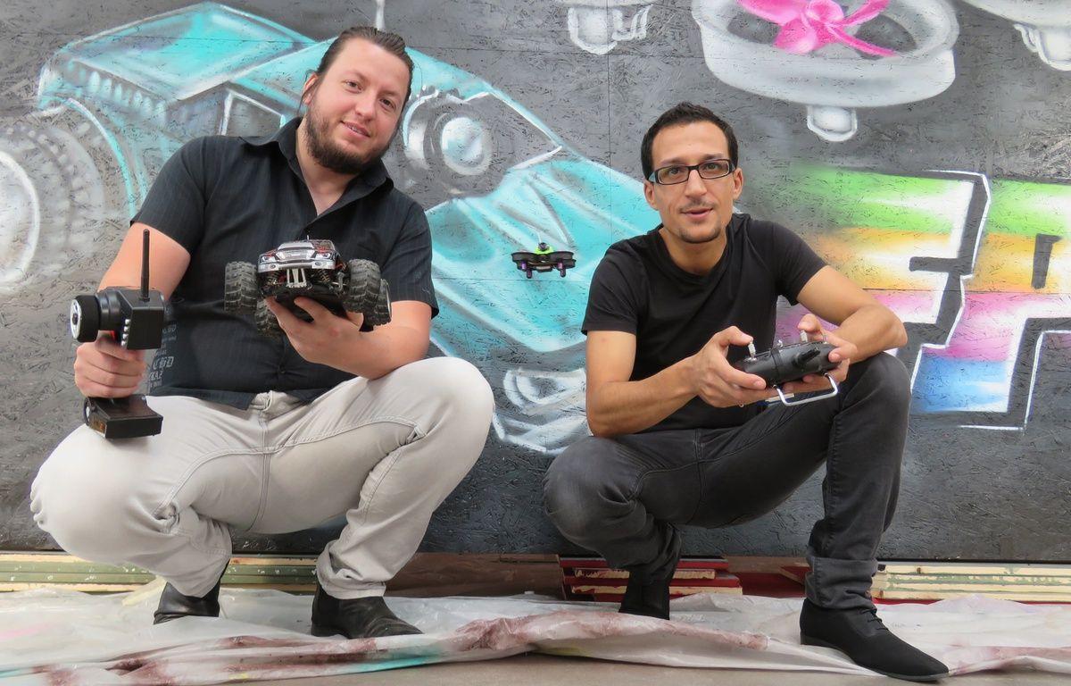 Jesse et Mehdi veulent faire découvrir au public le pilotage en immersion. – J. Gicquel / 20 Minutes