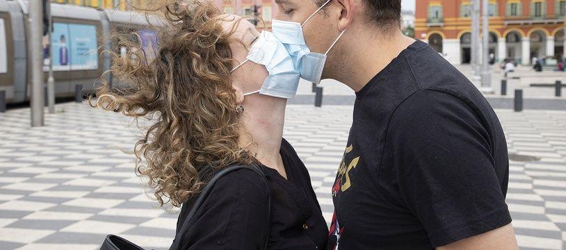 A Nice et dans les Alpes-Maritimes, le port du masque est toujours obligatoire «dansles voies urbaines à la circulation piétonne» (Illustration)