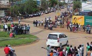 Rassemblement à Beni (est de la RDC) après un massacre, le 12 mai 2015.
