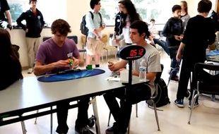 Un lycéen américain a battu le record du monde de Rubik's Cube.
