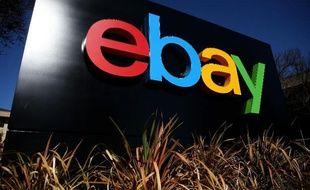 Le logo de eBay devant le siège social du groupe en Californie, le 22 janvier 2014