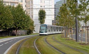 La CTS va habiller une rame de tram aux couleurs du Racing pour fêter la montée en Ligue 2 (illustration)