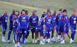 Les joueurs de l'équipe de France, sur la pelouse d'entraînement de Knysna, refusent de s'entraîner le 20 juin 2010.
