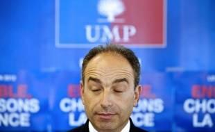 """Le secrétaire général de l'UMP, Jean-François Copé, a estimé jeudi à Besançon que la question du leadership du parti se poserait """"en septembre, pas maintenant"""", refusant de prendre part à la polémique née des propos de François Fillon."""