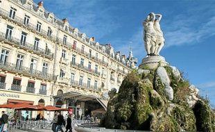 Des visites guidées sont organisées tout le week-end pour tout connaître du centre-ville et ses trésors.