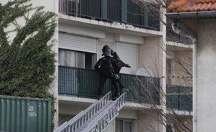 Mercredi 10 avri 2013, un forcené a pris en otage une femme dans son appartement à Montreuil.