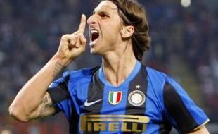 Zlatan Ibrahimovic fait taire les supporters de l'Inter à San Siro le 2 mai 2009.