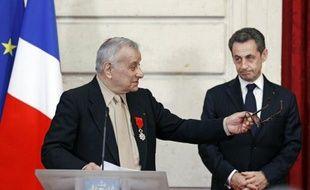 Nicolas Sarkozy a réaffirmé mercredi sa détermination à faire adopter en France loi punissant la négation du génocide des Arméniens en 1915 malgré la censure récente du Conseil constitutionnel, en décorant le dernier survivant du groupe de Résistants Manouchian